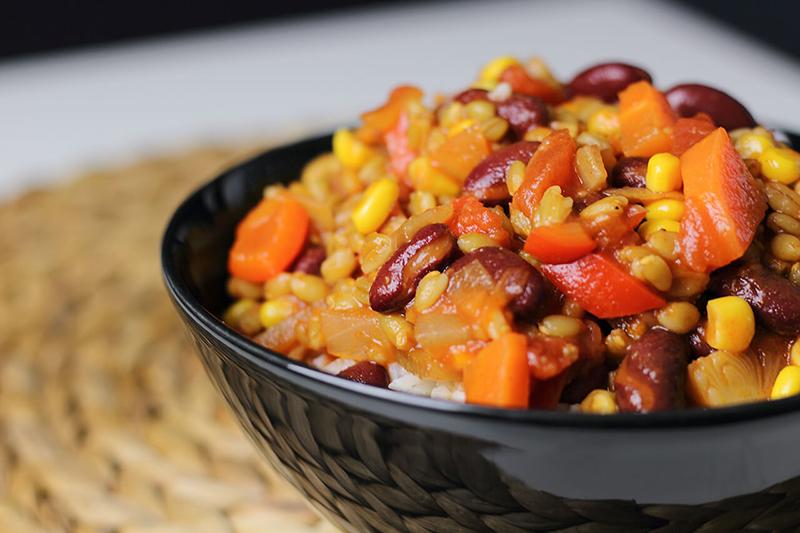 Veganes Chili sin Carne mit Grünkern - lecker & einfach