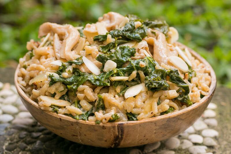 Veganes Risotto mit Grünkohl, Pilzen & Mandeln - lecker cremig!