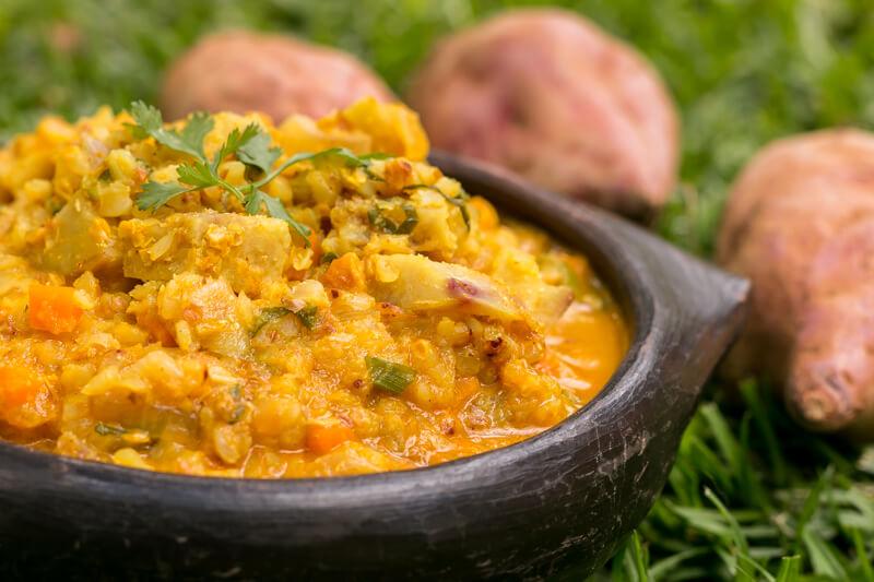 Veganes Süßkartoffel Curry mit Buchweizen und Kokosmilch - super lecker & cremig