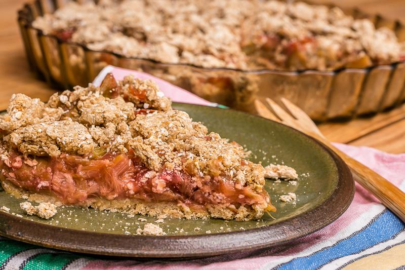 Rhabarber Kuchen mit Streuseln - lecker, vegan & zuckerfrei