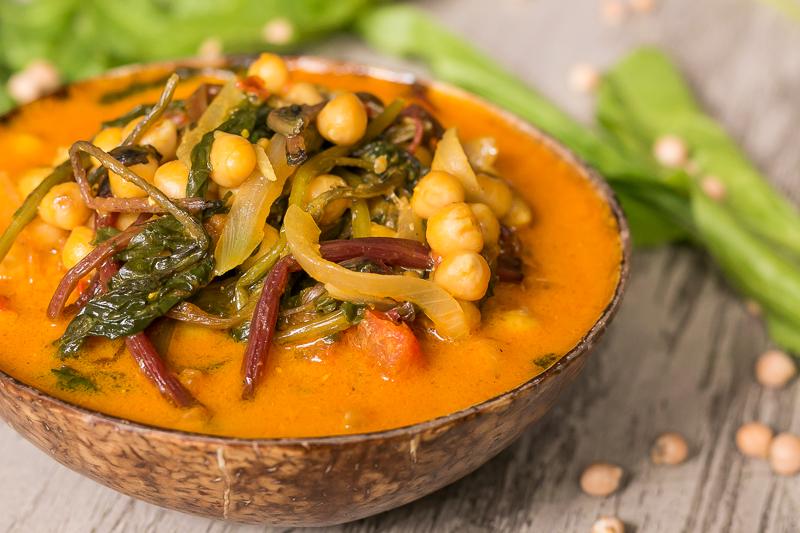 Einfaches Kichererbsen Curry mit Spinat – vegan, gesund & lecker