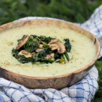 Vegane Kartoffelsuppe mit Spinat und Champignons - lecker & gesund