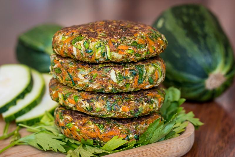 Vegane Zucchini Puffer – einfach, lecker & gesund!