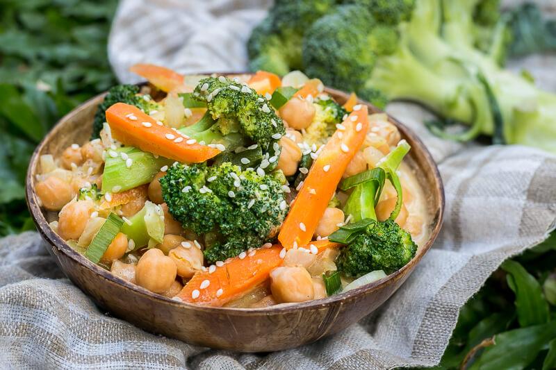 Cremiges Brokkoli Curry - vegan, gesund & lecker!