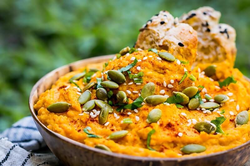 Köstliches veganes Kürbis Hummus - einfach, lecker & gesund
