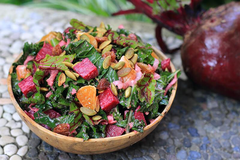 Winterlicher Rote Beete Salat mit Grünkohl & Orange