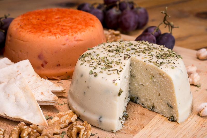 Veganer Käse: Einfaches Rezept mit wenigen Zutaten zum Selbermachen
