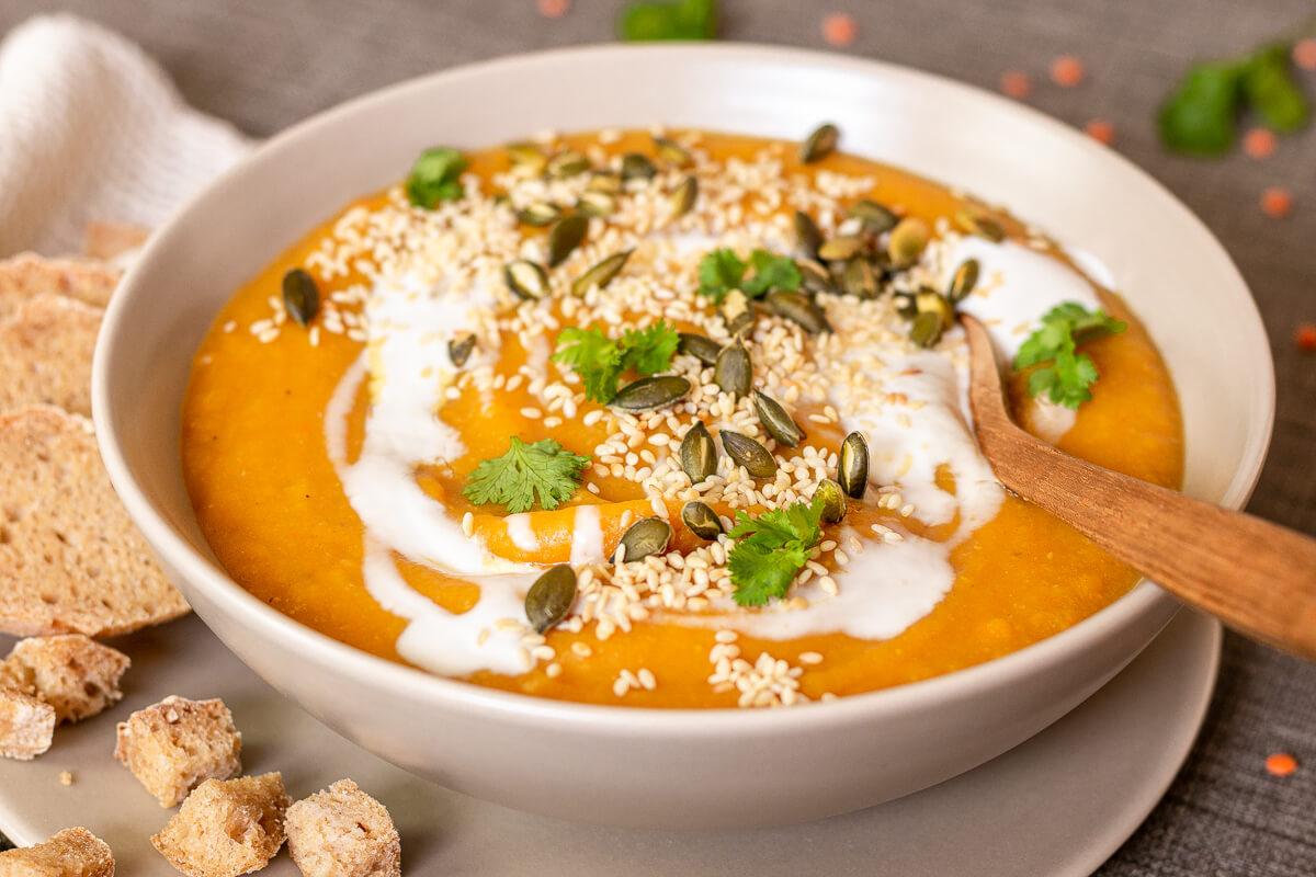 Köstlich cremige Süßkartoffelsuppe mit Roten Linsen - vegan & gesund