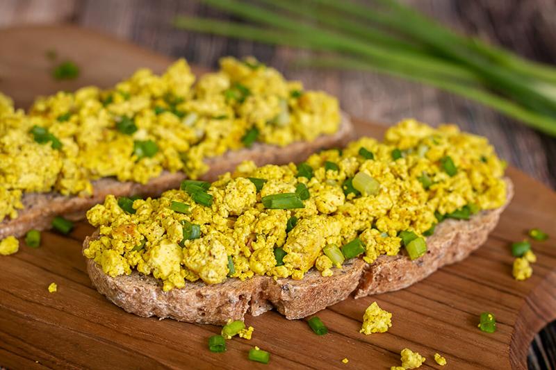 Veganes Rührei | Scrambled Tofu | Rührtofu – einfach, lecker & gesund!